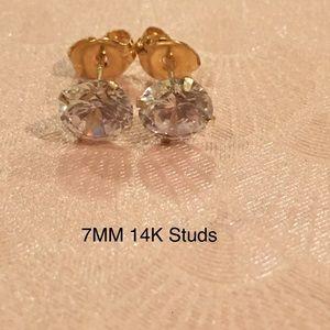 Jewelry - 14k solid Yellow Gold Swarovski Element Studs